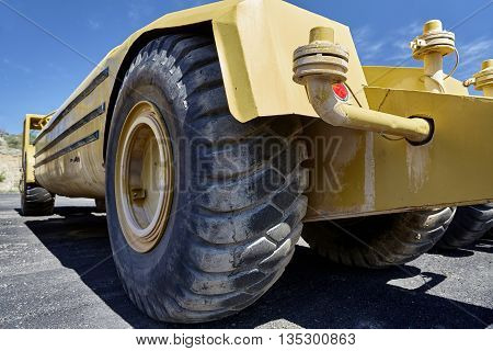 Heavy equipment water tanker industrial tires for construction industry