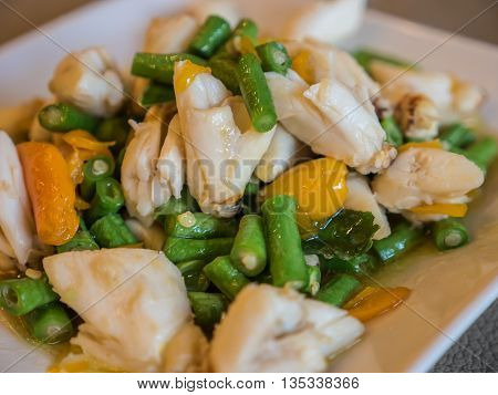 Crab meat stir fried with yellow chili and cowpea