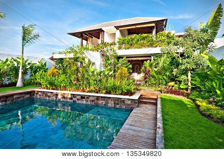 Fancy Garden Decoration Design Of A Modern House