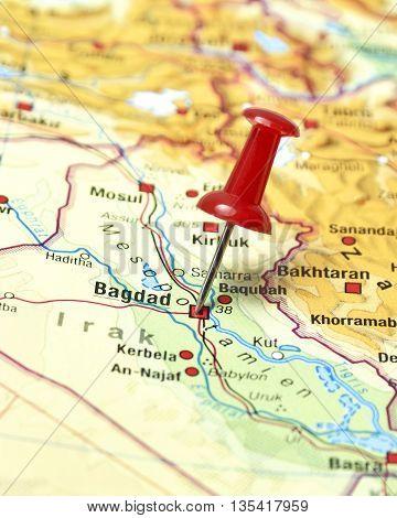 Map with pin set on Bagdad, Irak.