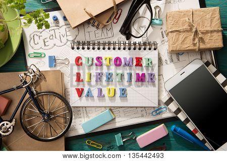 Customer Lifetime Value - Inscription  On The Desk