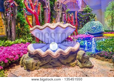 LAS VEGAS - JUNE 14 : Summer season in Bellagio Hotel Conservatory & Botanical Gardens on June 14 2016 in Las Vegas. There are five seasonal themes that the Conservatory undergoes each year.