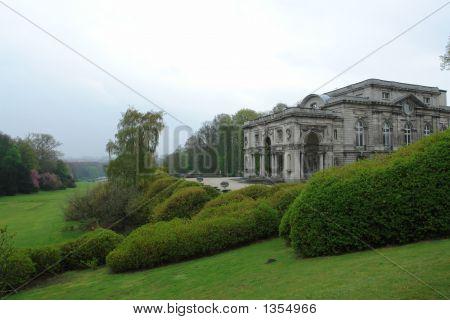 Luxurious Villa And Royal Garden