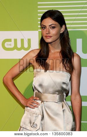 NEW YORK, NY - MAY 14: Actress Phoebe Tonkin attends the 2015 CW Network Upfront Presentation at the London Hotel on May 14, 2015 in New York City.