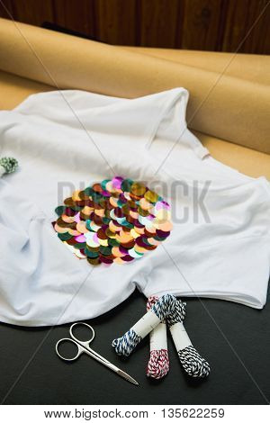decorated with a colored sequins white T-shirt