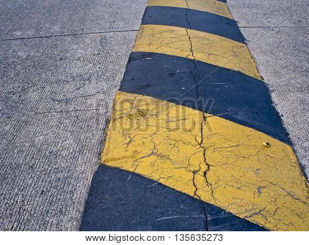 Black and Yellow Color sign of Speed hump