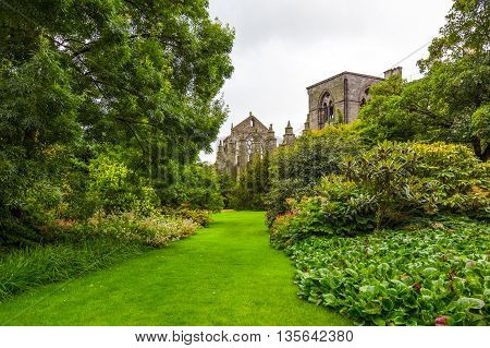 Great Britain Scotland Edinburgh the gardens of the Holyroodhouse Palace .