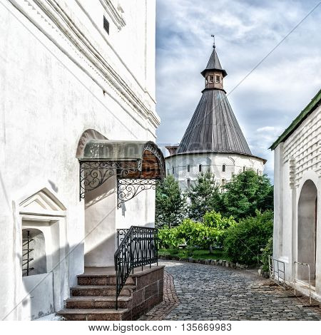 Novospassky Monastery is one of the fortified monasteries surrounding Moscow from south-east.