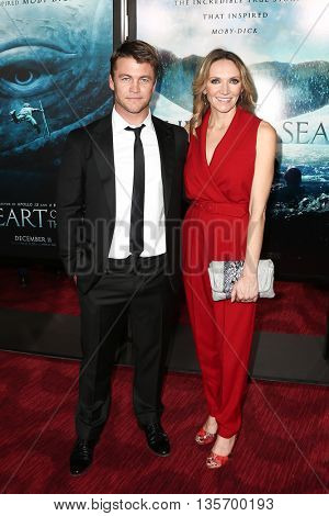 NEW YORK-DEC 7: Actor Luke Hemsworth (L) and wife Samantha Hemsworth attend the New York premiere of