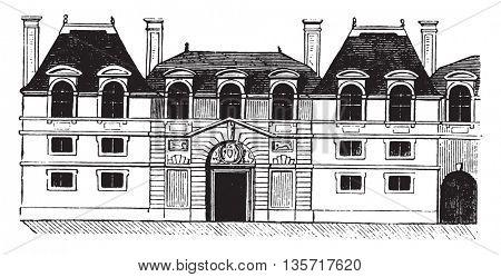 Hotel Carnavalet facade before restoration operated by Mansart, vintage engraved illustration. Magasin Pittoresque 1843.