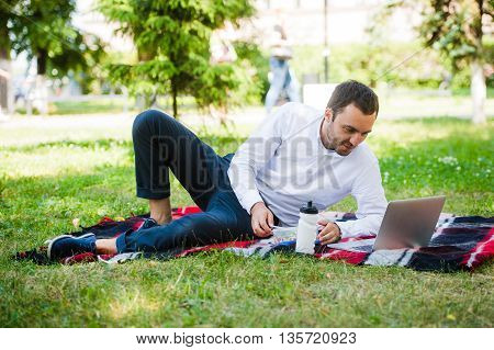 Businessman working in the garden and eating lunch.