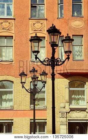 The exterior wall of the house.On the street there are pillars spinarama to light up the night street.