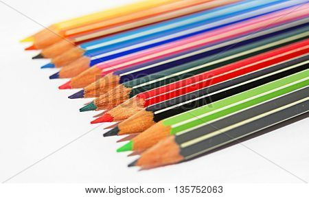 pencils of different colors placed in round shape