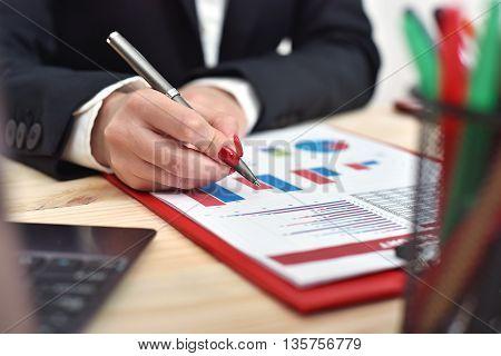 Woman Hand Checks Report