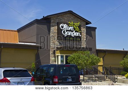 Indianapolis - Circa June 2016: Olive Garden Italian Restaurant. Olive Garden is a Division of Darden Restaurants II