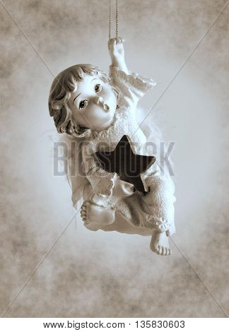 Statuette Little angel coming down from heaven - Duotone artwork in retro style
