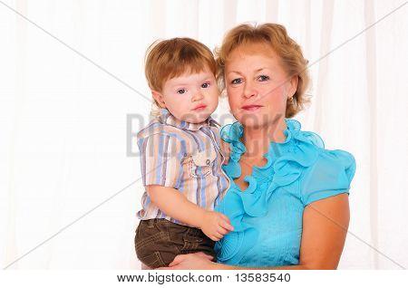 Großmutter und Enkel