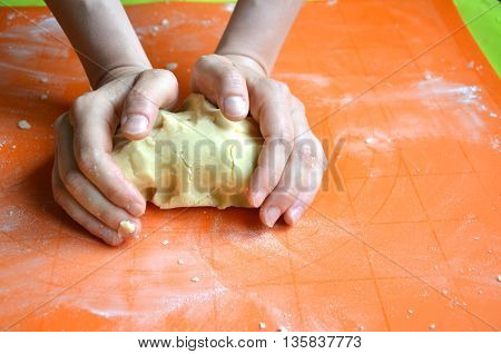 Process of making a dough from farina and butter on orange silicone pad
