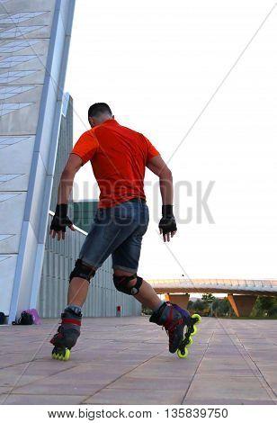 guy doing compass skating inline in Zaragoza