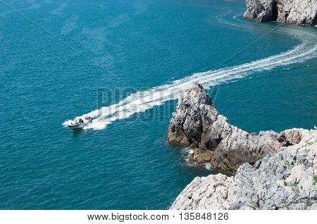 yacht, yacht al mare, vacanza con yacht, liguria, cinque terre, vita di lusso, ricchezza, viaggio,estate