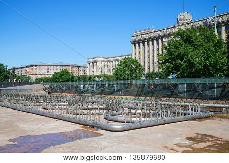 SAINT PETERSBURG, RUSSIA - JUNE 28, 2015: The idle fountain on the Moscow area on a summer day. Tourist landmark of the city Saint Petersburg