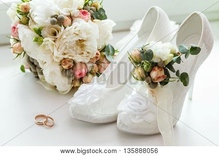 wedding rings boutonniere bouquet and bridesmaid shoes