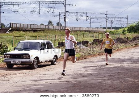 Carrying out of track and field athletics cross-country in a countryside.