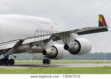 Boeing 747 Asiana Cargo Taxiing