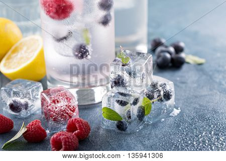 Sparkling water with berry and mint ice cubes