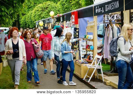 MOSCOW - JUNE 4: People buying souvenirs on International Jazz Festival