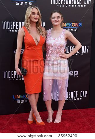 LOS ANGELES - JUN 20:  Hunter King & Joey King arrives to the