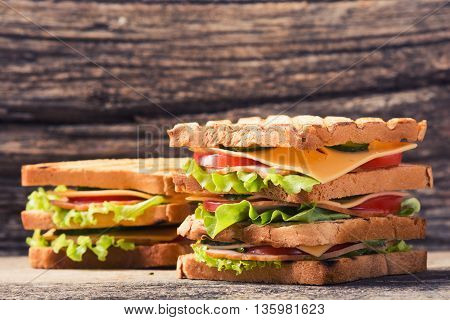 Freshly made clubsandwiches served on a wooden chopping board