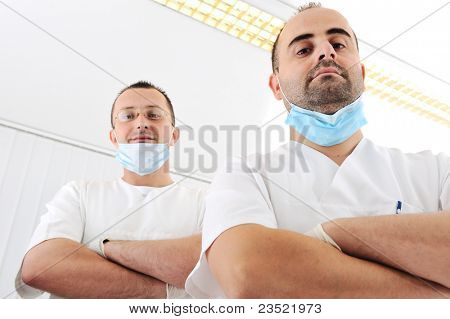 Chequeo de dientes en el consultorio del dentista