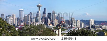 Panorama de Seattle Washington & Mt. Rainier.