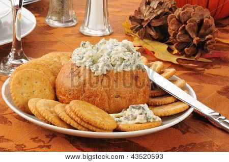 Spinach Artichoke Dip With Crackers
