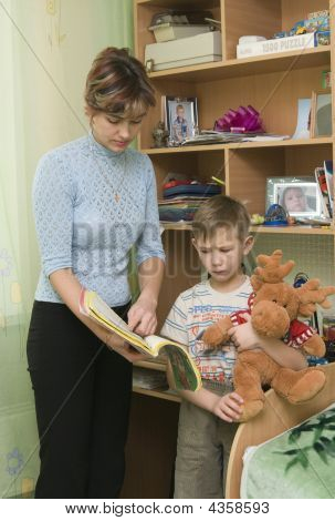 Mum Forces The Boy To Read