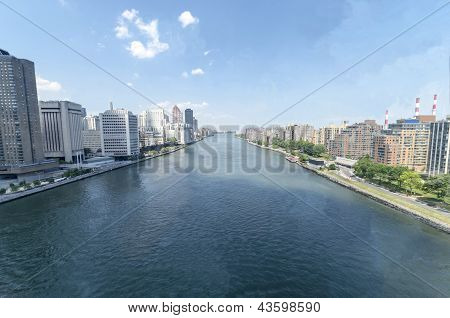 East river and Roosevelt island