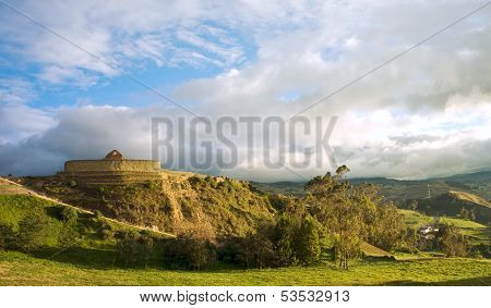 Ingapirca, Inca Wall And Town In Ecuador