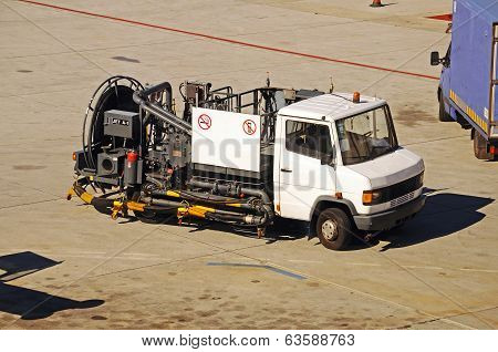 Hydrant fuelling truck, Malaga Airport.