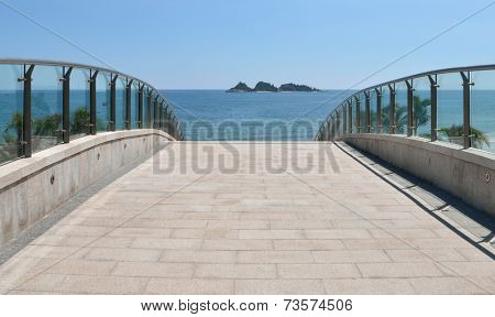 The road leading to the beach
