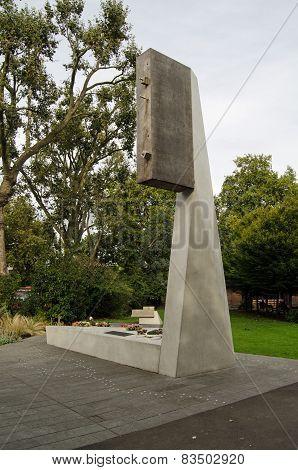 Blitz Memorial, Bethnal Green