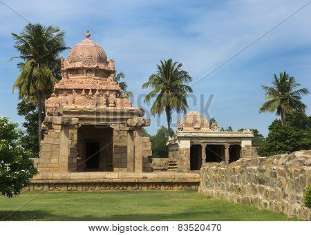 Murugan And Ganesha Shrine At Gangaikunda Temple.