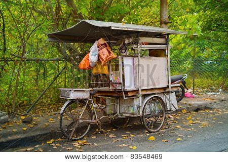 Malaysia, Penang, Georgetown - Circa Jul 2014: Mobile Vendor's Food Stall Mounted On An Improvised T