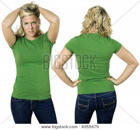 blond Frau mit leeren grün hemd