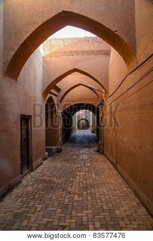 Narrow street of Yazd old town