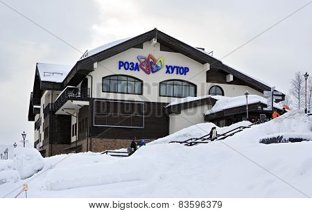 Building Rose Priyut in Roza Khutor plateau