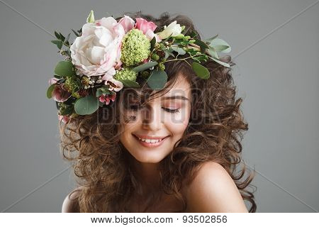 Stubio Beauty Portrait Of Cute Young Woman With Flower Crown