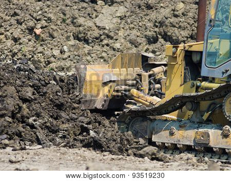 Bulldozer Caterpillar Oving Earth
