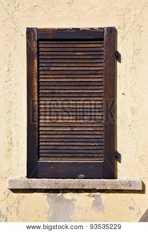 Window  Varese Italy Abstract      Wood Venetian Blind  Concrete  Brick