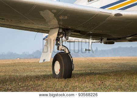 Retractable Landing Gear Of Single-engine Aircraft.